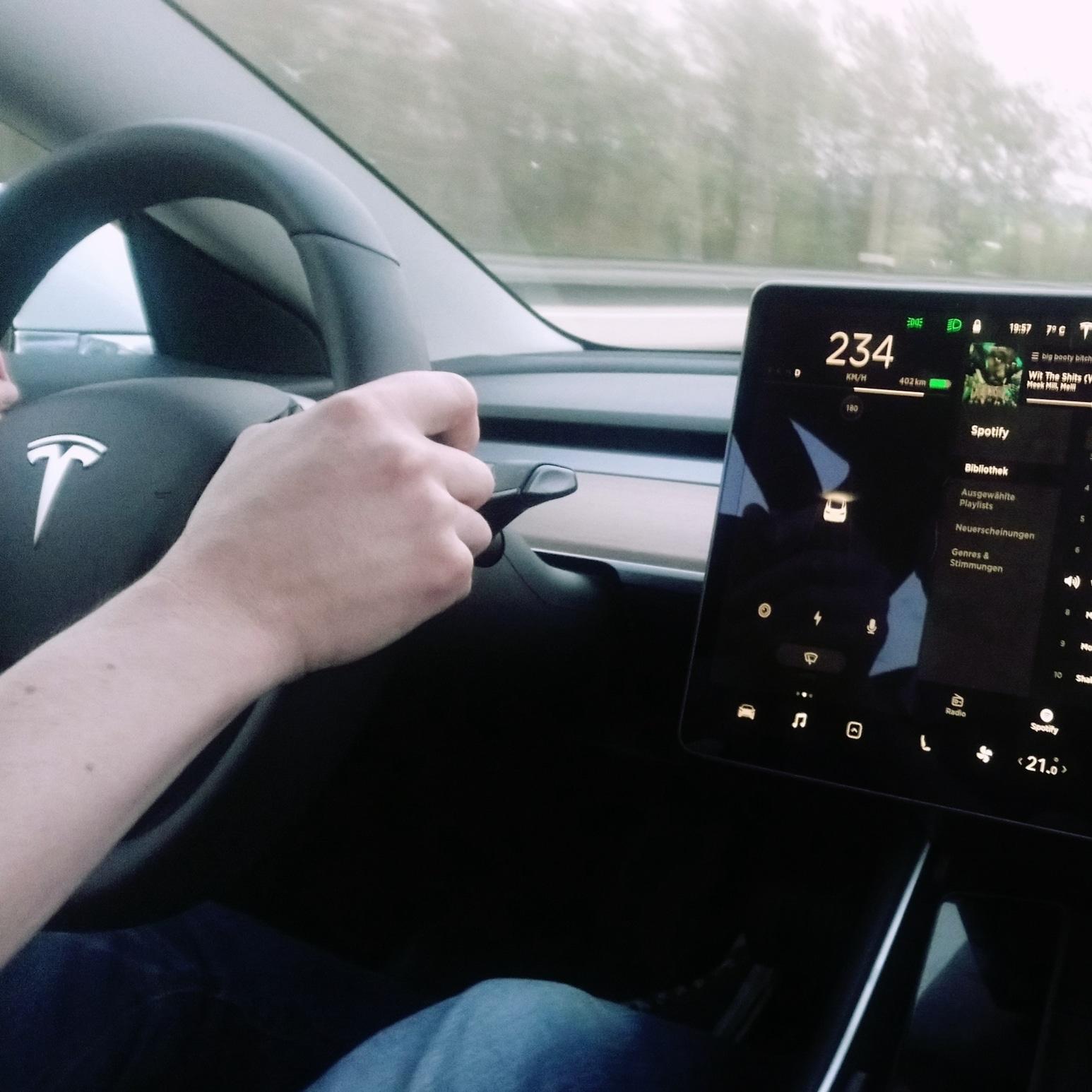 Beschleunigung u. Höchstgeschwindigkeit bei Elektroautos
